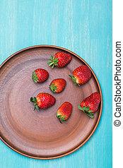piastra blu, concetto, cima legno, ceramica, tabletop, fragole, fresco, bacche, rosso, vista