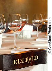 piastra, riservato, piatti, ristorante, tavola legno, vuoto, occhiali