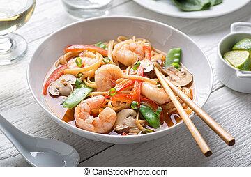 piccante, asiatico, gamberetto, minestra tagliatella