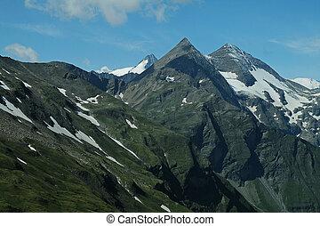 picchi montagna, di, alpi, montagne, coperto, con, snow.