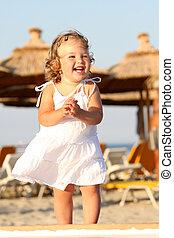 piccola ragazza, a, spiaggia