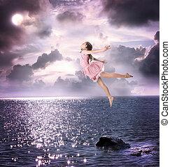 piccola ragazza, saltare, in, il, cielo notte