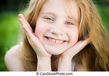 piccola ragazza, sorridente