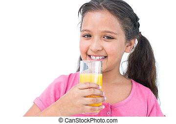 piccola ragazza, sorridente, succo arancia, bere