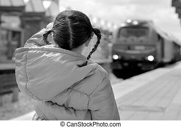 piccola ragazza, su, uno, piattaforma treno