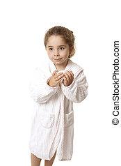piccola ragazza, tenere sapone