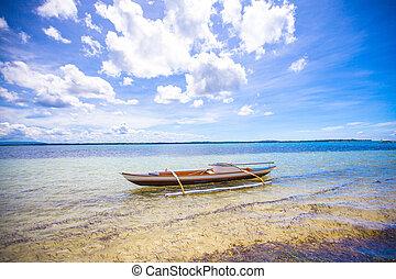 piccolo peschereccio, bianco, spiaggia tropicale
