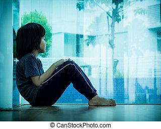 piccolo ragazzo, infelice, triste, seduta, in, stanza vuota, e, tress, alone., bambino triste, concept.
