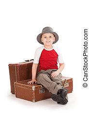 piccolo, ragazzo, sorridente, sedere, suitcase.
