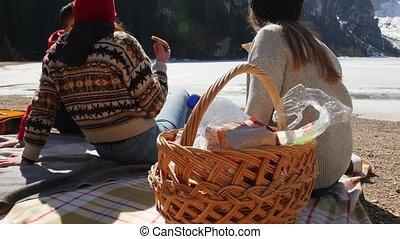 picknick, mensen, jonge, kust, traveling., vrienden, hebben