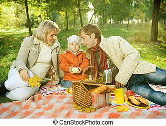 picnic., famiglia felice, esterno