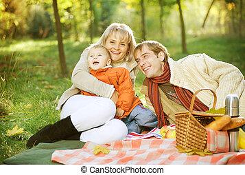 picnic., familia feliz, al aire libre