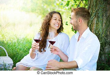 picnic., jeune couple, délassant, et, vin buvant, dans, a,...