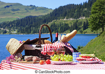 Picnic time - Picnic in french alpine mountain