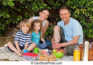 picnicking, gard, rodzina, szczęśliwy