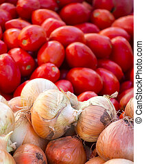 Fresh onion ant tomatoes in a market