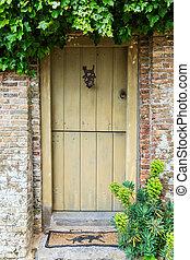 picture of an old wooden door in Veere, Netherlands