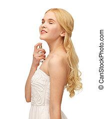 girl spraying perfume on her neck