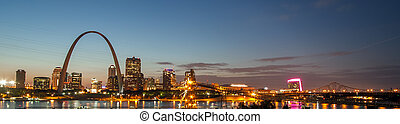 Picture shows the skyline of the city Saint Louis