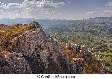 Picturesque Romanian travel destinations - Scenic alpine...