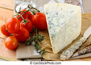 piece of blue cheese, tomato