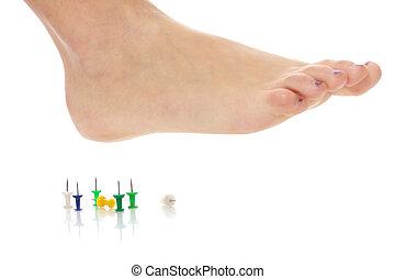 pied, femme, au-dessus, pushpin