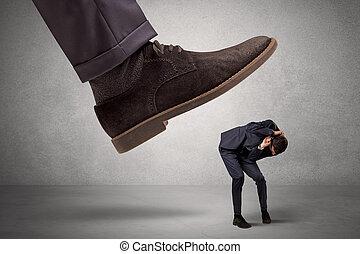 pied, grand, employé, effrayé, patron