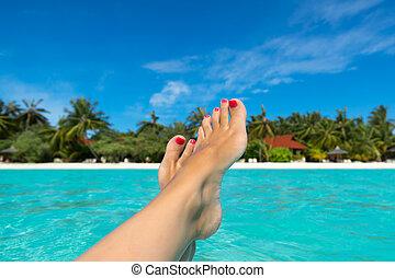 pied, gros plan, femme, mer