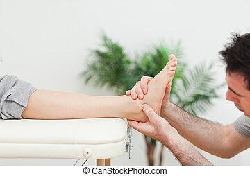 piede, primo piano, massaggio, dottore