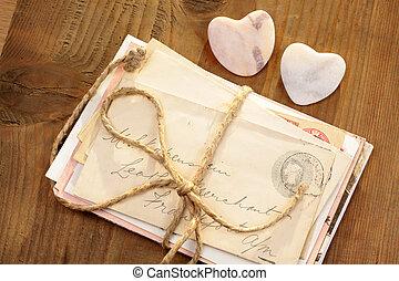 piedra, corazones, con, atado, cartas