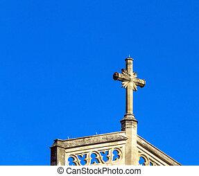 piedra, cruz, de, pequeño, iglesia, en, trinidad, cuadrado, cielo azul, fondo., inglaterra