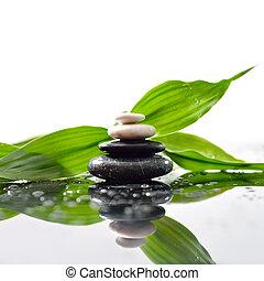 piedras, pirámide, hojas, zen, superficie, verde, encima, waterdrops