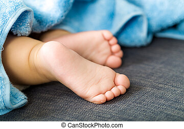 pieds bébé, haut fin