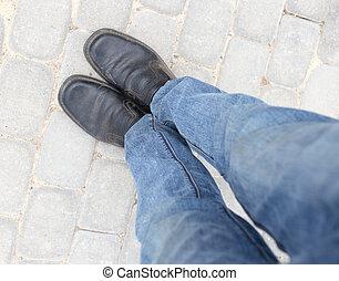 pieds, dans, chaussures, sur, les, trottoir