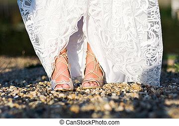 pieds, de, a, mariée dans noce robe