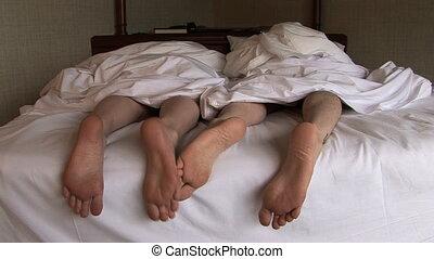pieds, grincheux, lit