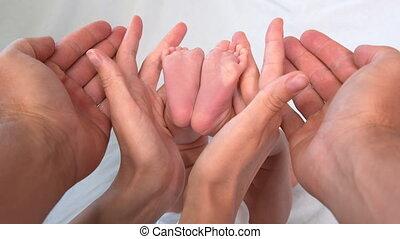pieds, papas, bébé, nouveau né, minuscule, baby., mère, ...