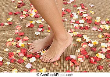 pieds, woman.