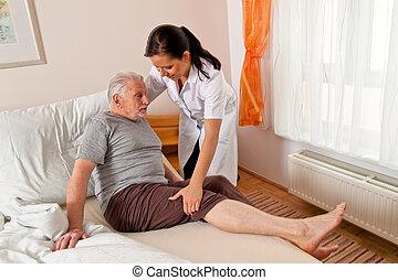 pielęgnować, w, sędziwy, opiekować się, przedimek określony przed rzeczownikami, starszy