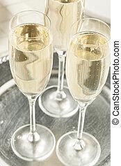 pieno di bolle, anni nuovi, champagne, alcolico