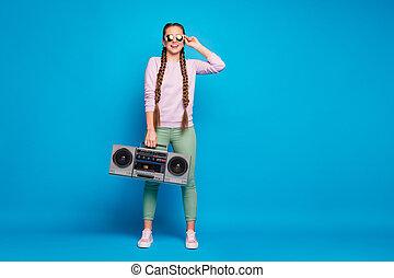pieno, pantaloni, ragazza, rosa, corpo, maglione, matto, tatto, isolato, blu, moderno, scarpe tennis, retro, foto, trecce, vacanze colorano, gioventù, presa, pantaloni, fondo, boombox, verde, festa, treccine, indossare, primavera, volere