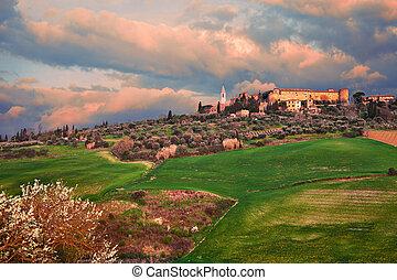 Pienza, Siena, Tuscany, Italy: landscape at dawn of the ...