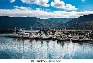 Pier fishing vessels