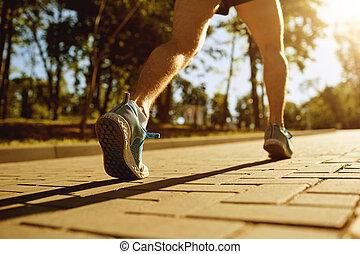 piernas, corredor, en, el, pista, parque, en, sunset.