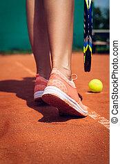 piernas, de, hembra, jugador del tenis