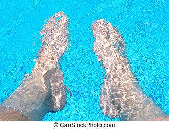 piernas, en el agua