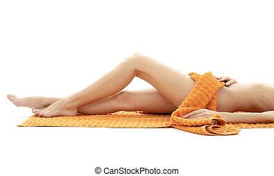 piernas largas, de, relajado, dama, con, naranja, toalla, #4