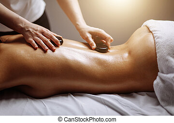 pierre, femme, obtenir, jeune, chaud, spa, salon, masage