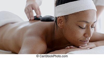 pierre, femme, réception, chaud, masage