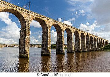pierre, pont ferroviaire, dans, berwick-upon-tweed